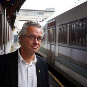Rasmus Hansson på togstasjonen